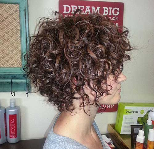 25 Penteados para cabelo curto encaracolado