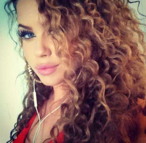 Curly-Hair-Trend-2016