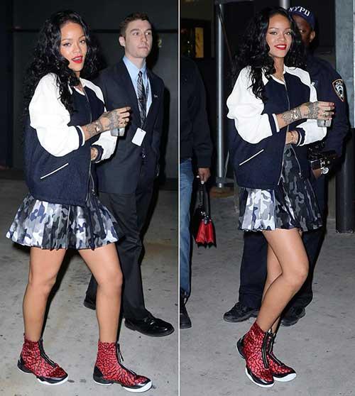 Rihanna cabelo longo encaracolado-10