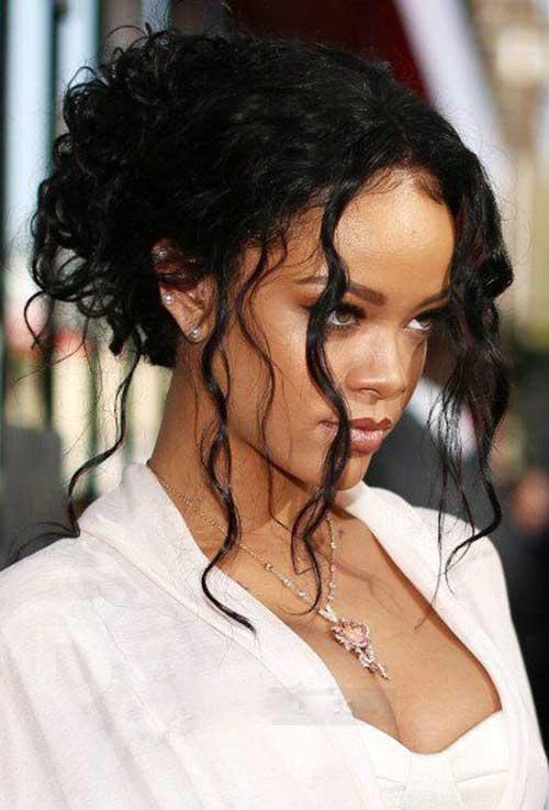 Rihanna cabelo longo encaracolado-11
