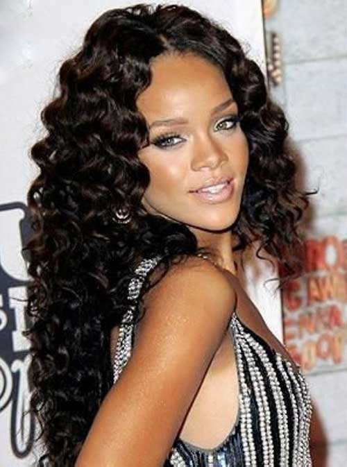 16.Rihanna-Long-Curly-Hair-Style