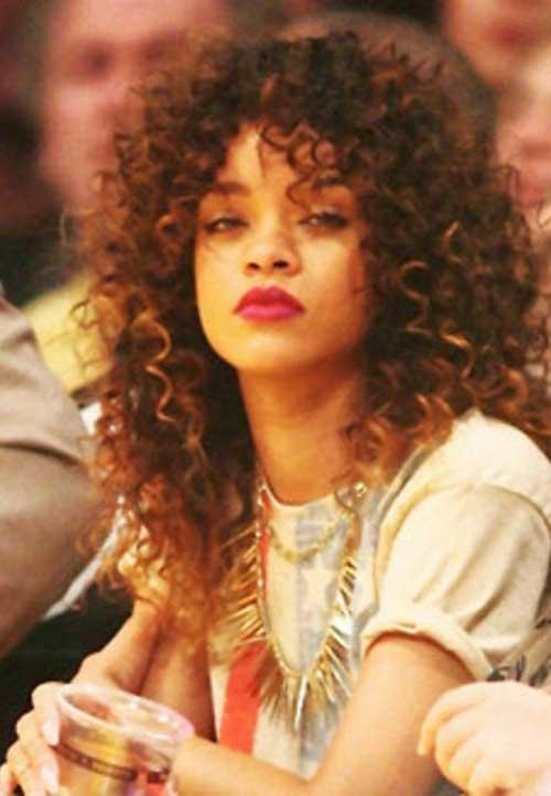 Rihanna cabelo longo encaracolado-18