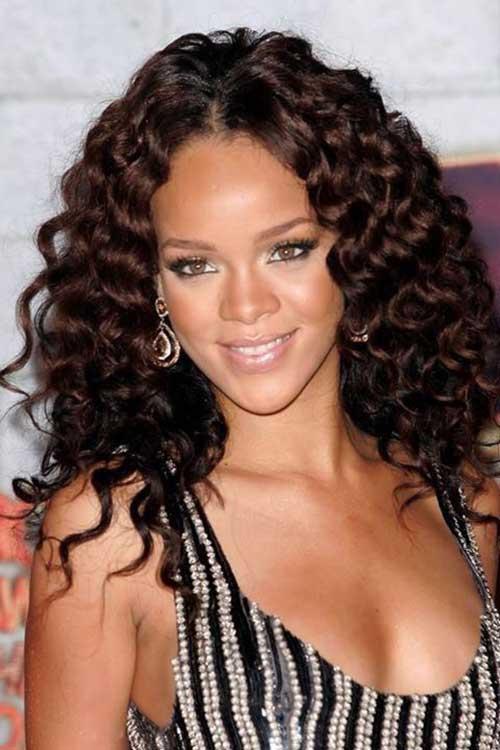 Rihanna cabelo longo encaracolado-7