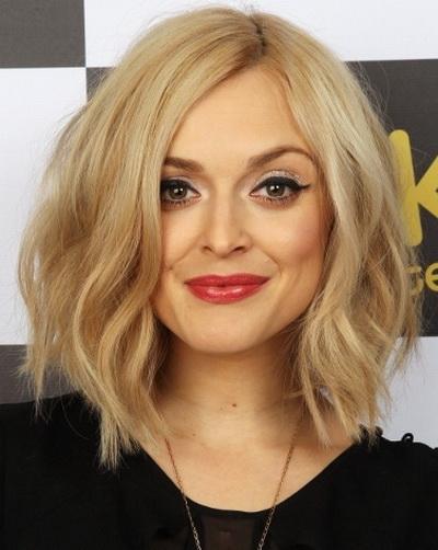 Blonde Lob corte de cabelo para rosto quadrado Shapes