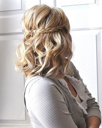 lado varreu penteado de comprimento médio