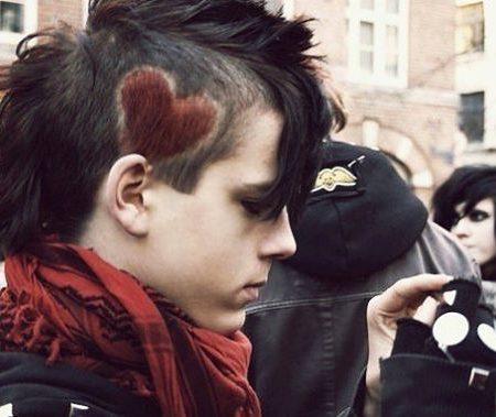 Mais quentes Emo penteados para Guys