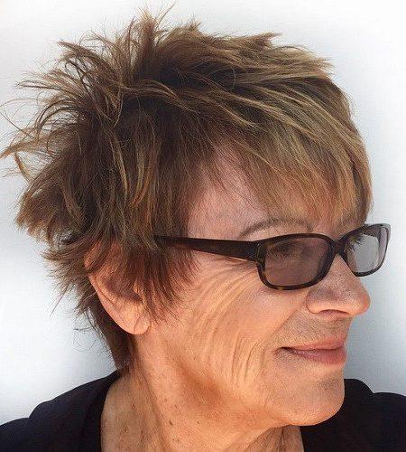 Penteados curtos para mulheres mais velhas