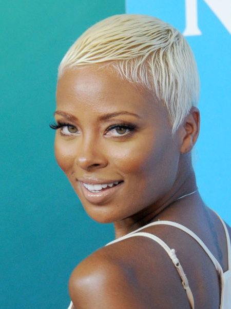 penteado curto e simples para as mulheres afro-americanas