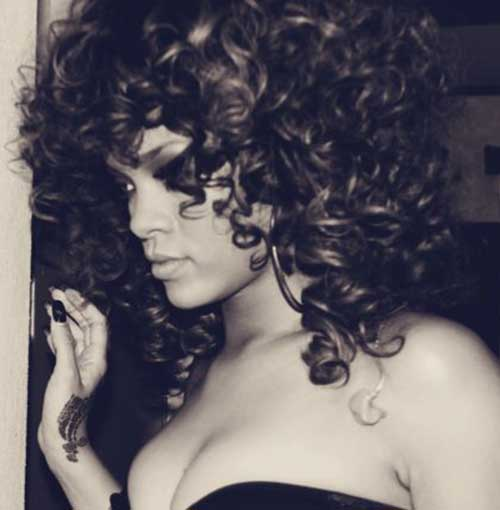 Rihanna-Long-Curly-Hairstyle