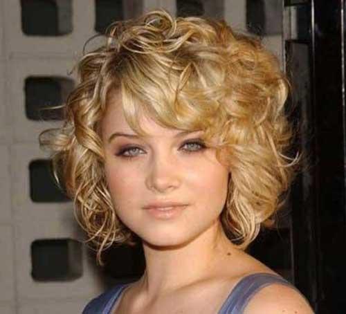 Corte de cabelo curto encaracolado