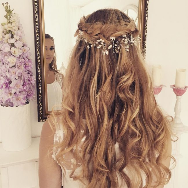 New Hairstyle For Wedding 2017 : Simple crown and big waves for wedding g