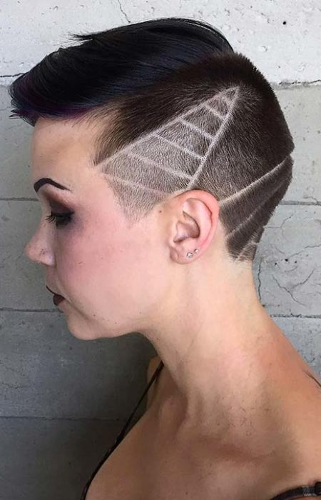 Pixie Corte de cabelo com Tatuagem