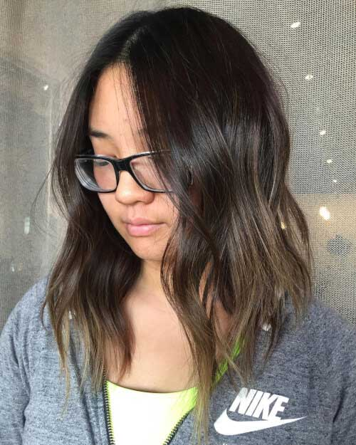 Surpreendente Médio Curto Penteados para Mulheres