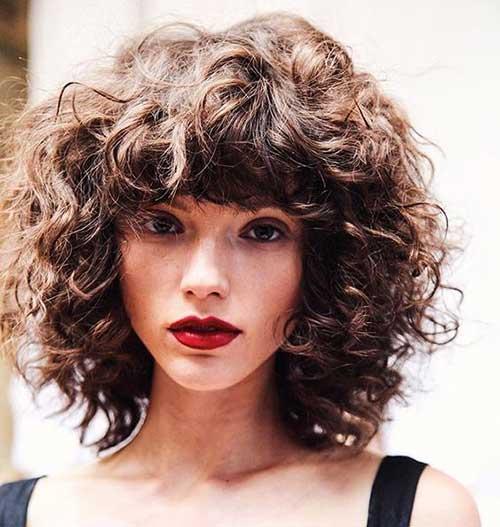 Incrível Curto Penteados Para Senhoras Com Cabelos Cacheados