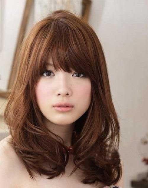 Médio Corte de cabelo em Camadas com Franja