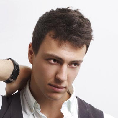 Tendências de penteado legal e elegante picos para homens