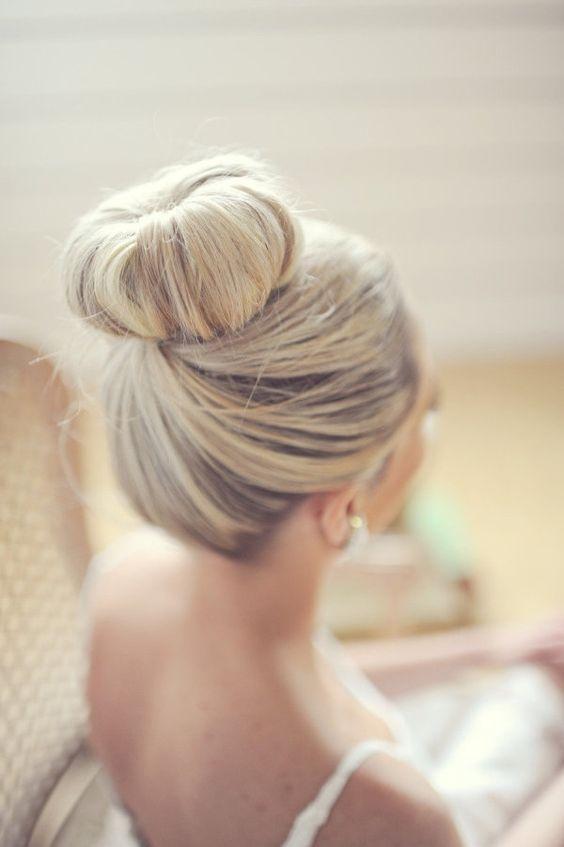 Penteado de dama de honra nas idéias de estilo de pão