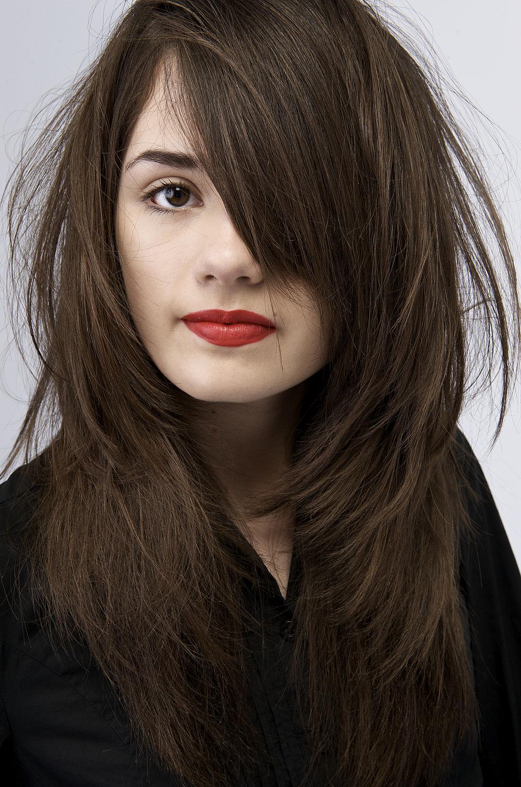 Tons mais modernos e amorosos em marrom para tintura de cabelo: