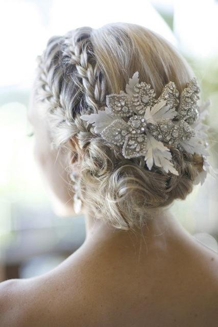 Penteados trançados modernos no tema Floral para noivas