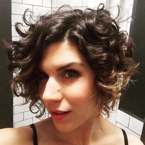 35 penteados curtos em camadas para mulheres com cabelos finos