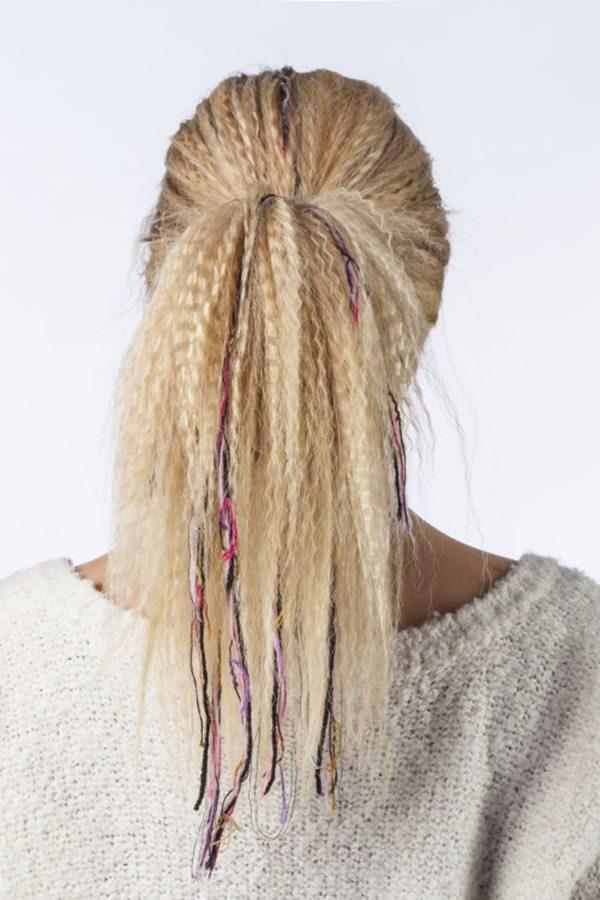 53 grandes penteados frisados que são divertidos para brincar
