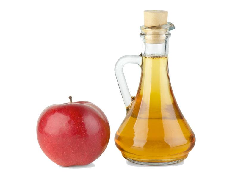 2 vonegar de maçã para cabelos brilhantes