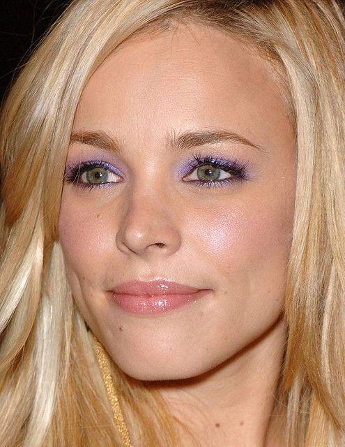 Estilos de maquiagem mais populares para olhos verdes e meninas de cabelos loiros