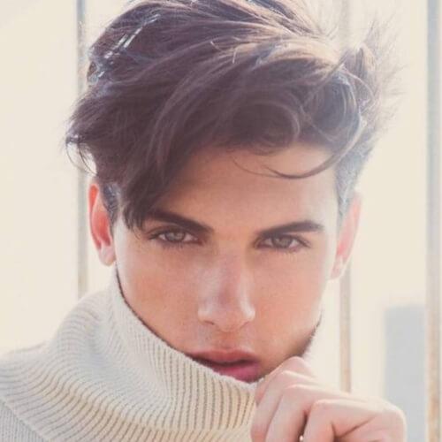 50 penteados ondulados suaves para homens