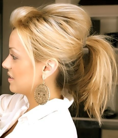 Idéias de penteado mais recentes e elegantes que você pode usar para o trabalho: