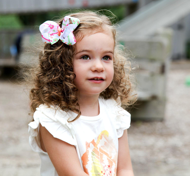 15 estilos de cabelo elegante e rápido encaracolado para meninas