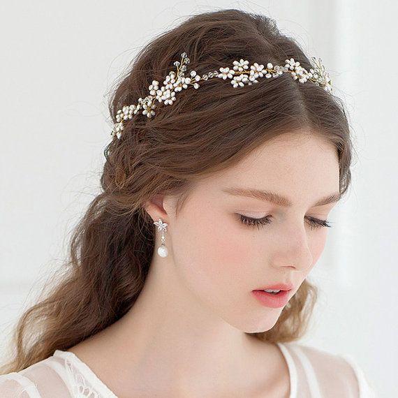 Idéias de cabelo nupcial incrível com tiara e coroa
