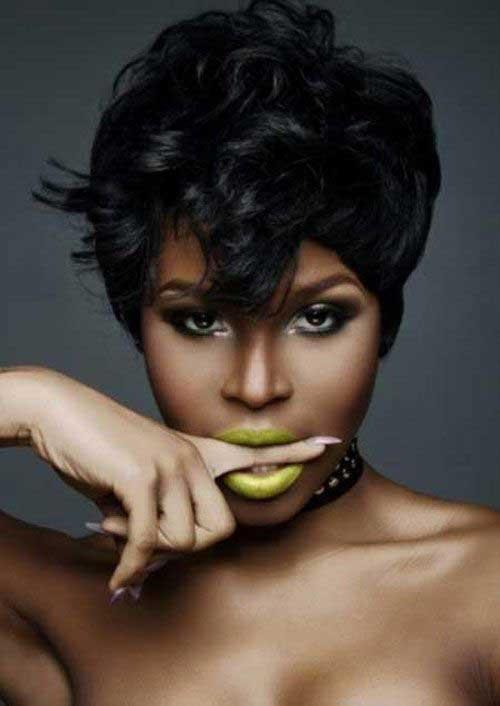 Penteados de senhoras negras incríveis em temas curtos