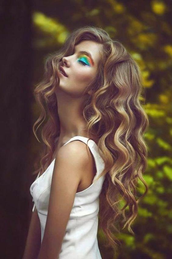Idéias de penteado encaracolado soberba para festa