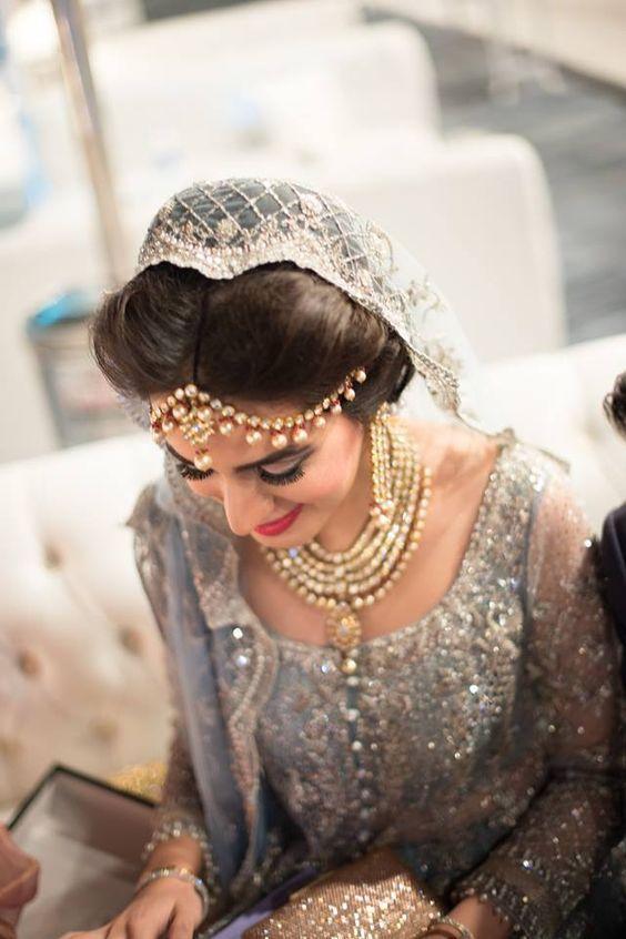 Melhores maneiras de estilo ou drapejar Dupatta com penteados diferentes para Walima Ceremony