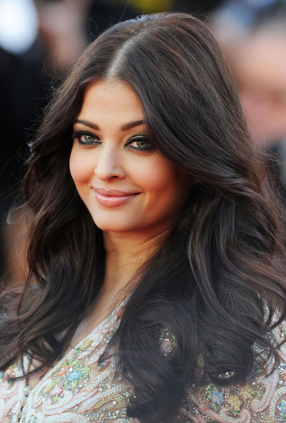 Inspire-se com diferentes penteados elegantes de estrelas indianas
