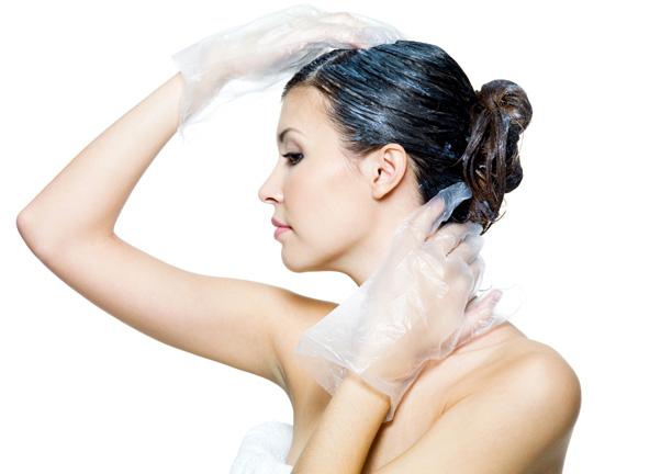 Um guia completo para tingir seu cabelo em casa