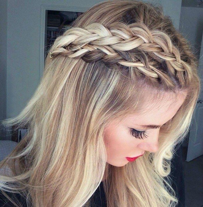 Idéias penteados trançados de meia-cabeça e triplos para todas as idades da menina