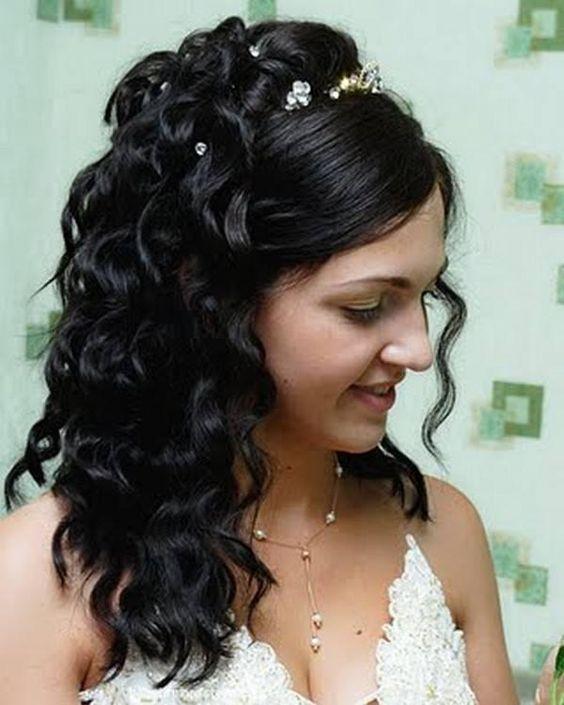 Penteados de comprimento médio no encaracolado meio para cima e para baixo