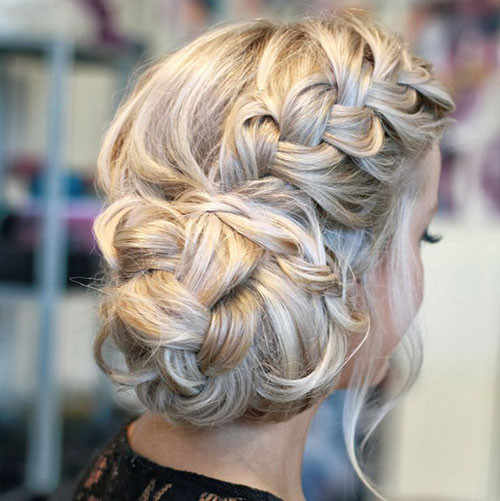 Elegante penteados de festa de aniversário mais elegantes para meninas: