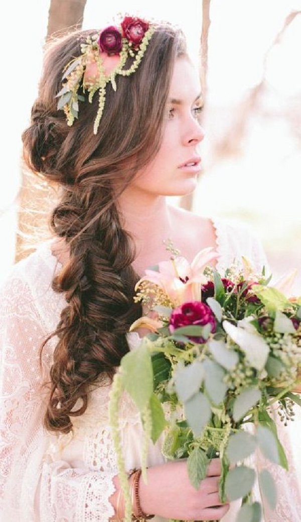 Penteado de casamento excepcional que pode dar-lhe um olhar lindo