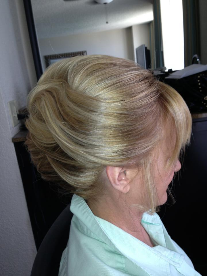 Penteados exclusivos para a mãe da noiva para uma aparência mais jovem