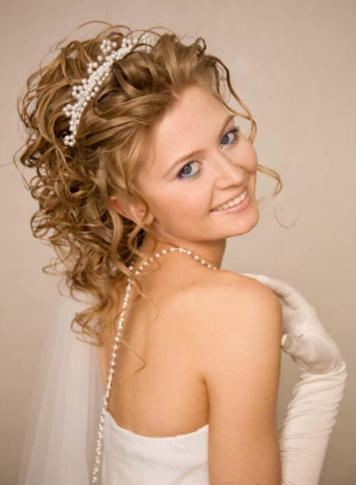 Penteado encaracolado Glamorous do comprimento médio para o casamento