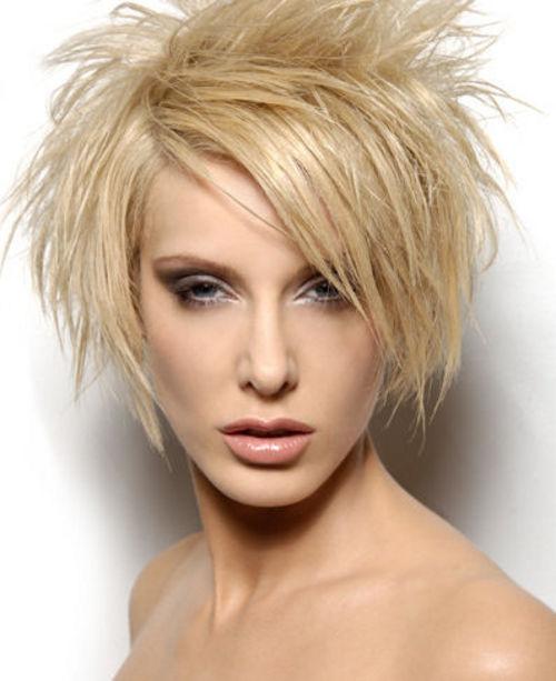 Corte de cabelo espetado curto incrível para mulheres elegantes para olhar impressionante