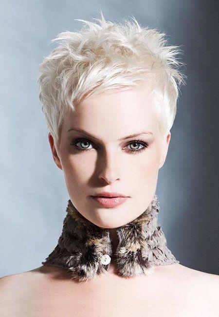 Como cabelo loiro curto faz você parecer mais jovem