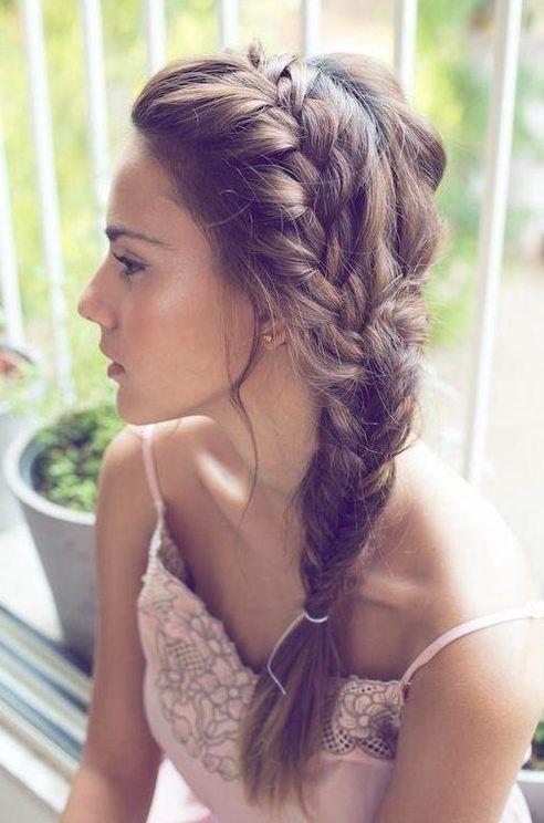 Como fazer tranças em maneiras distintas e com cabelos tingidos