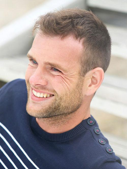 Corte de cabelo exclusivo e penteados idéias para que os homens que têm cabelos curtos e finos
