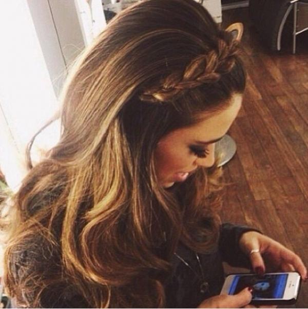 Buscando idéias de penteado preguiçoso para meninas de amante de moda