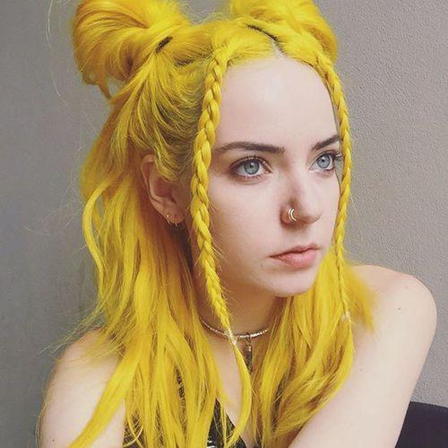 Tintura de cabelo original bonita para meninas com penteados na moda
