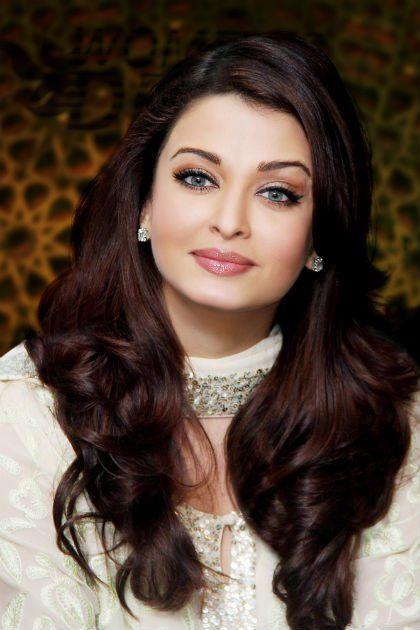 Atrizes de Bollywood, que têm tranças escuras e sedosas