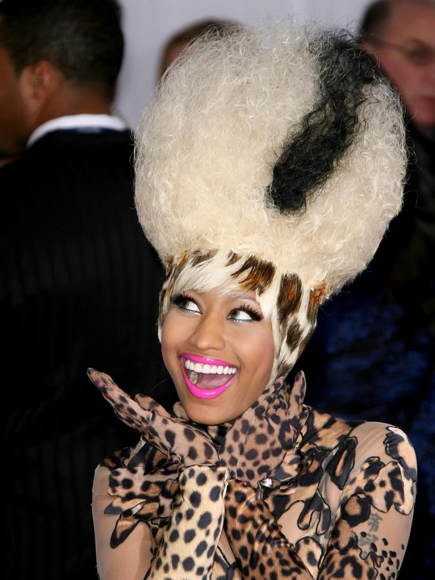 Exclusivo e horrível pior penteados de celebridades